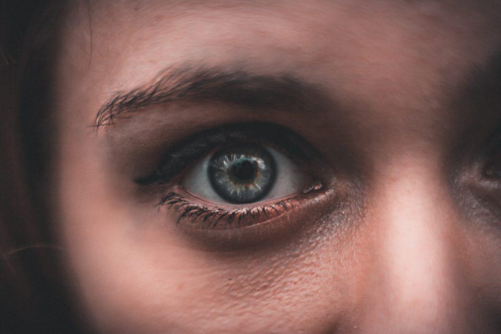 スマホ老眼の予防に効果的な対応 5選